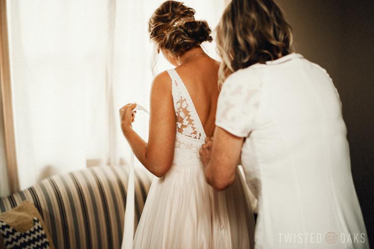 twisted-oaks-studio-maggie-jordan-farm-wedding-0002