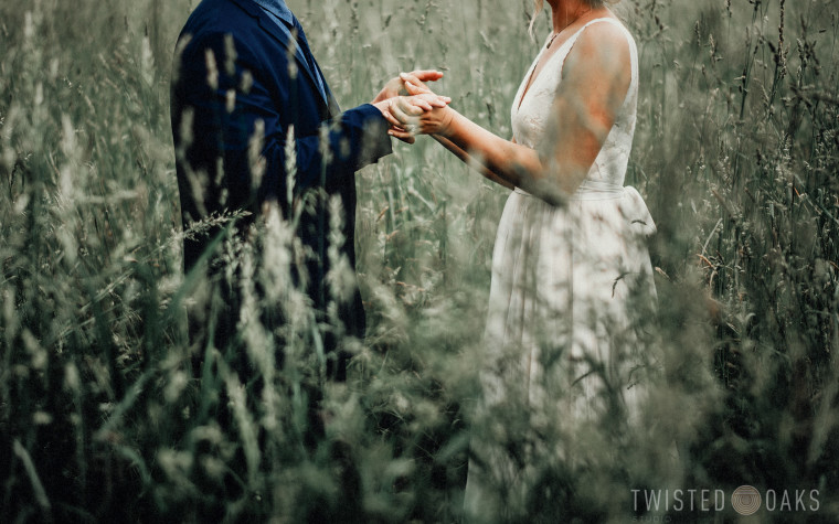 twisted-oaks-studio-maggie-jordan-farm-wedding-0050