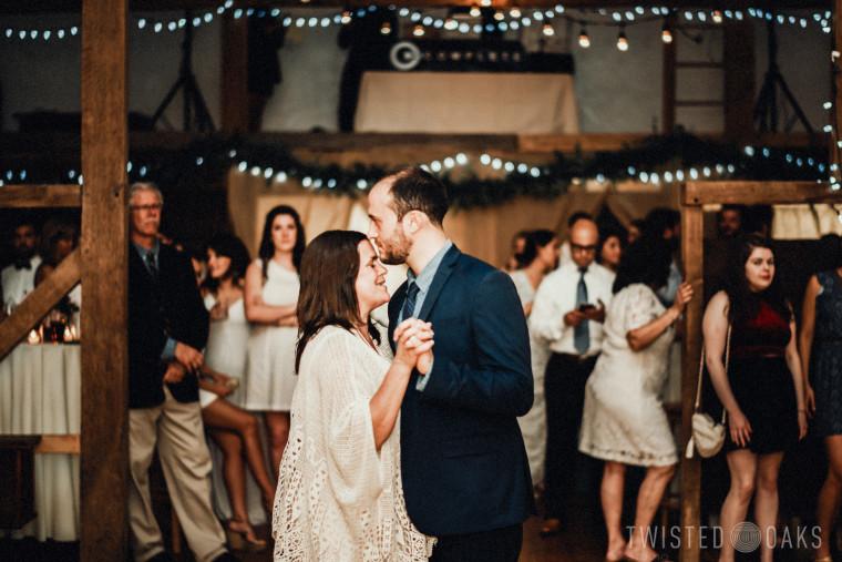twisted-oaks-studio-maggie-jordan-farm-wedding-0066