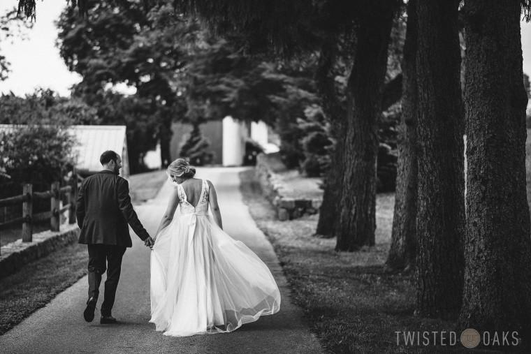 twisted-oaks-studio-maggie-jordan-farm-wedding-0100